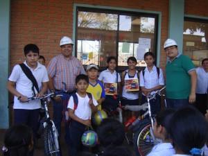 """Premiación al ganadores de la campaña de concientización medioambiental """"Protejamos el río Piraí""""  Unidad Educativa """"Nueva Esperanza"""" (La Guardia)"""