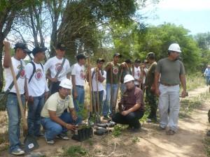 Reforestación DRACRUZ - SEARPI con la colaboración del ejercito nacional y vecinos de la Urbaniación Nueva Esperanza.