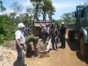 Recojo de basura y limpieza de márgenes del río Piraí (km9, 10, 12 La Guardia).